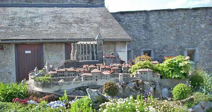 Замок внутренний двор